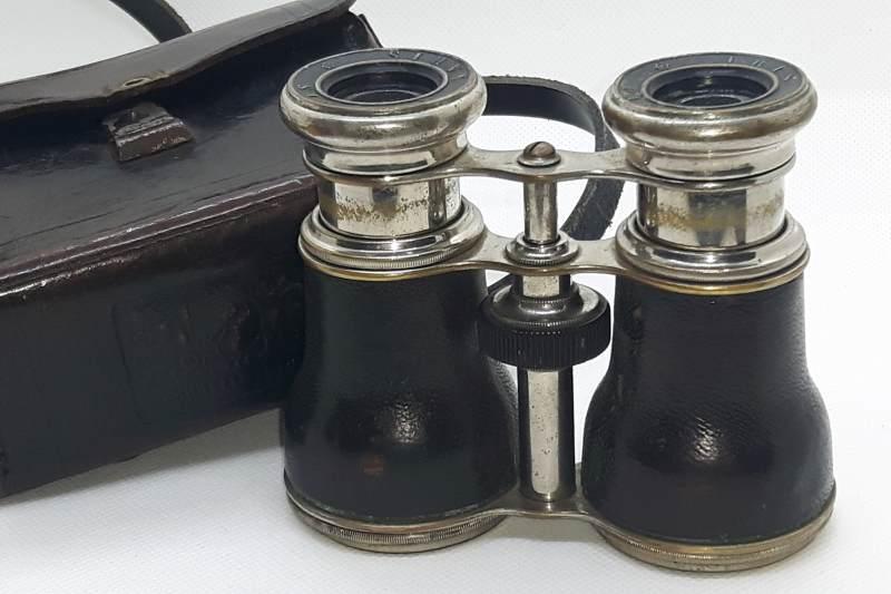 when were binoculars invented